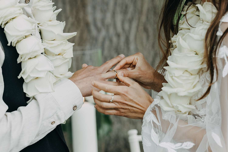 Details ringen huwelijksviering open lucht
