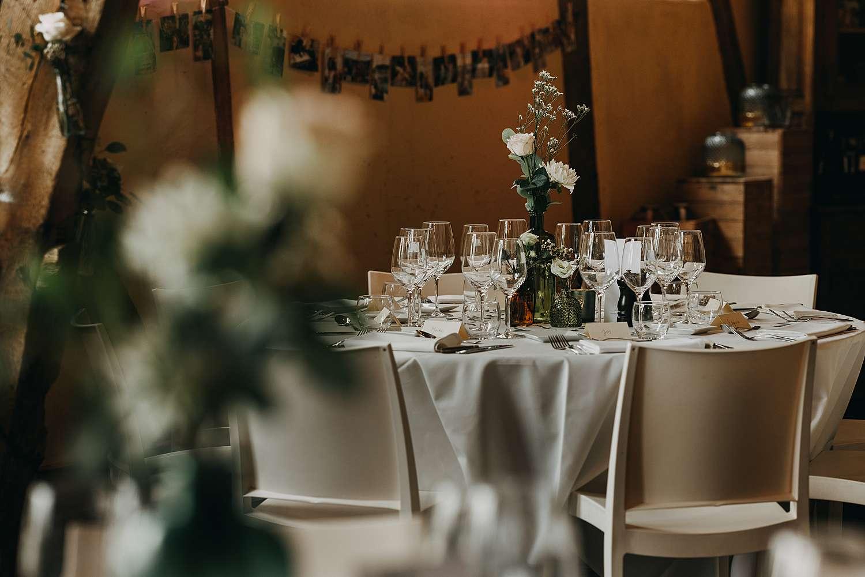 Feestzaal De Schuur Alken gedekte feesttafels huwelijk