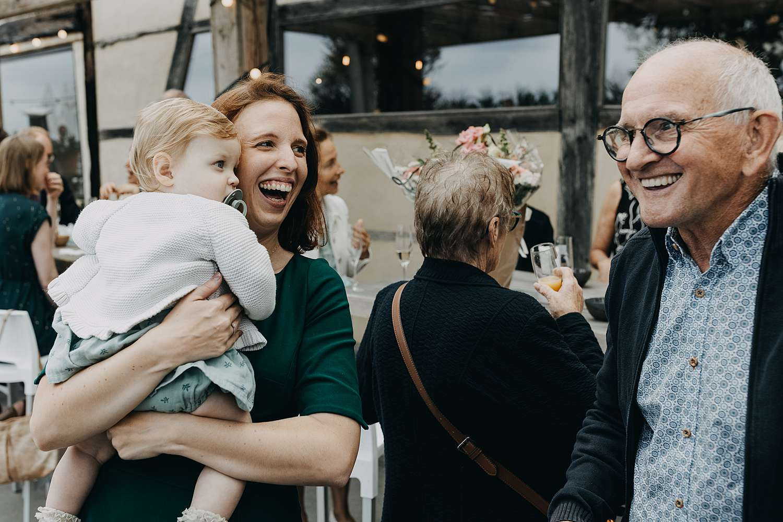 Gasten huwelijk feestzaal De Schuur