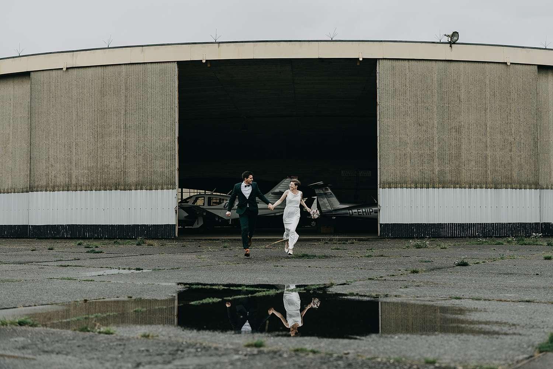 Huwelijk in Grimbergen bruidspaar loopt vliegveld