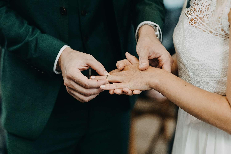 Sint-Pancratiuskerk ring rond vinger bruid