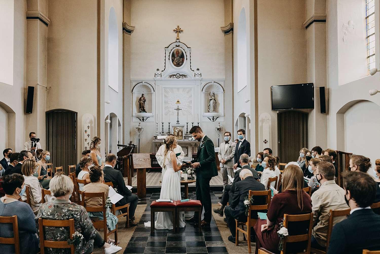 Uitwisselen huwelijksringen Sint-Pancratiuskerk